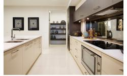 kitchen with walk in.jpg